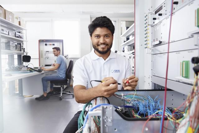 Ingenieur in der Elektronik-Hardware-Entwicklung