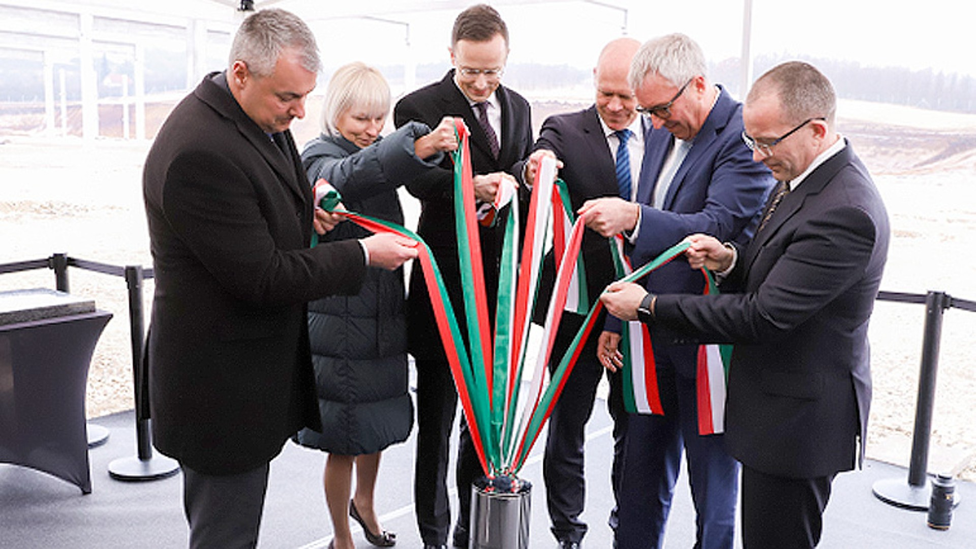 索恩格汽车匈牙利新工厂奠基仪式